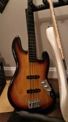 Squier Vintage Mod Fretless Jazz Bass; Dimarzio Ultra Jazz Pickups; Thomastik Flatwounds‡